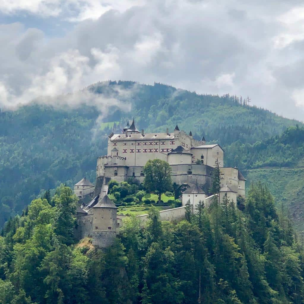 Burghohenwerfen ✰ Sonnenterrasse.at ✰ St. Veit-Schwarzach ✰ Urlaub im Salzburger Land