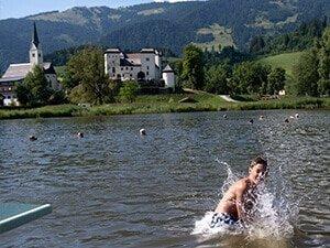 salzburger sonnenterrasse bild schwimmen
