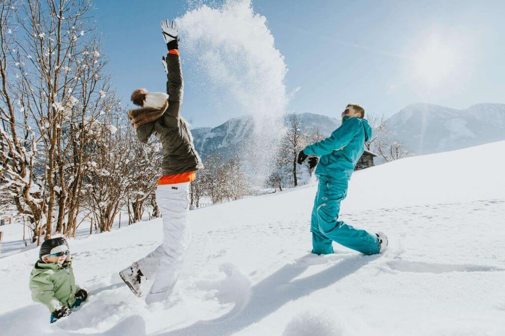 Winterlandschaft ✰ Sonnenterrasse Winterurlaub im Salzburger Land