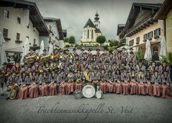 Platzkonzert der Trachtenmusikkapelle St. Veit mit Schnalzergruppe